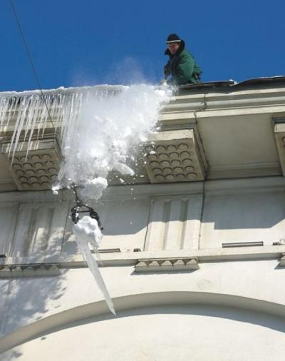 Protection Of Roofs Gutters And Downpipes Snow Ice Systems Protect Against